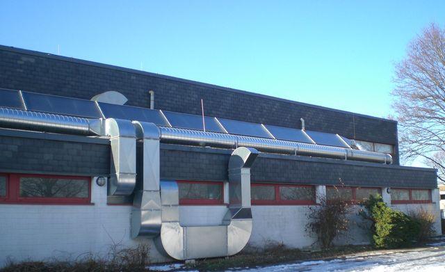 Luftkollektoranlage zur Beheizung der Mehrzweckhalle Dörpfeld
