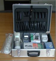 Koffer mit verschiedenen Energie-Messgeräten